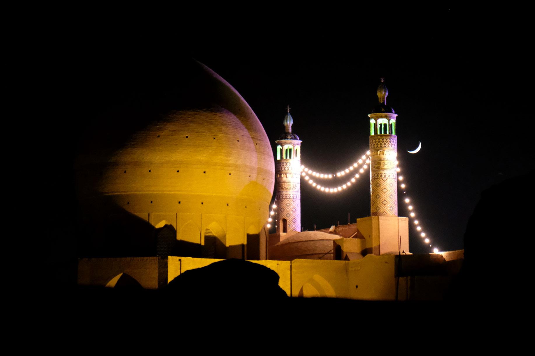 Eine Moschee in Kaschan bei Nacht.
