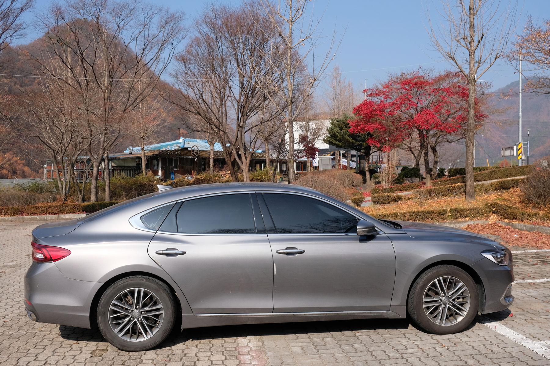 Unser Mietwagen in Südkorea ist neu und riesengroß.