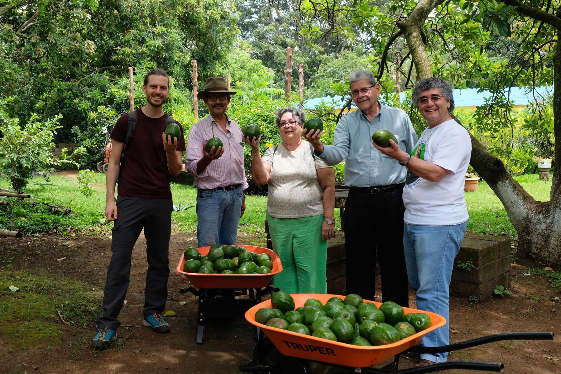 Gruppenbild mit den Avocadofarmern.