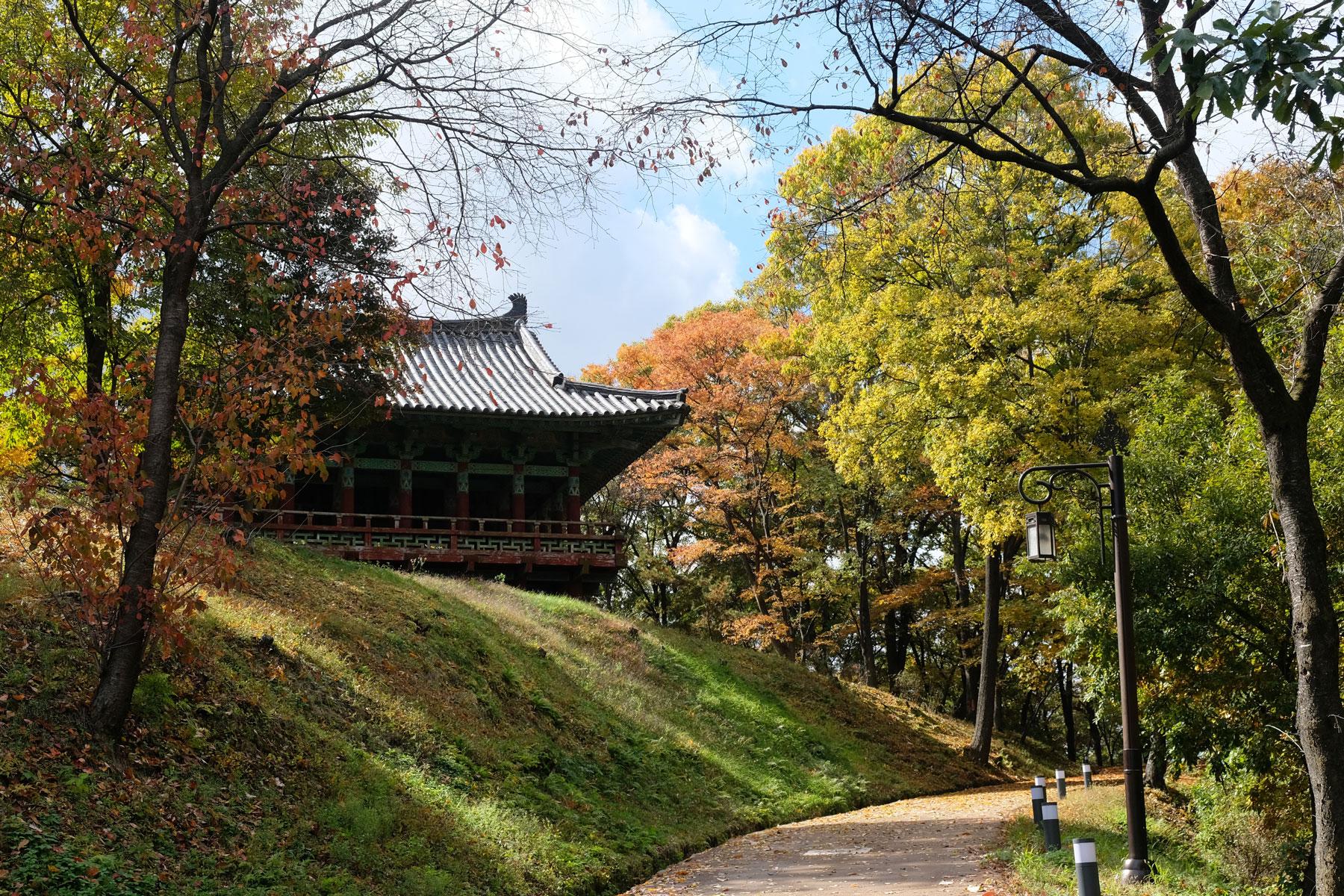 Ein Tempel im Gongsanseong-Fort in Gongju in Südkorea.