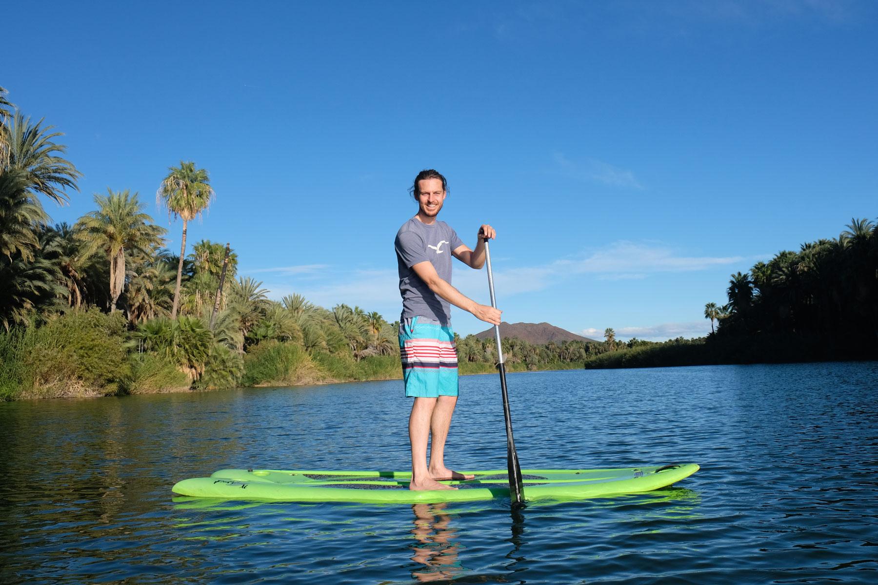 In der Lagune von San Ignacio kann Sebastian auf einem SUP fahren.