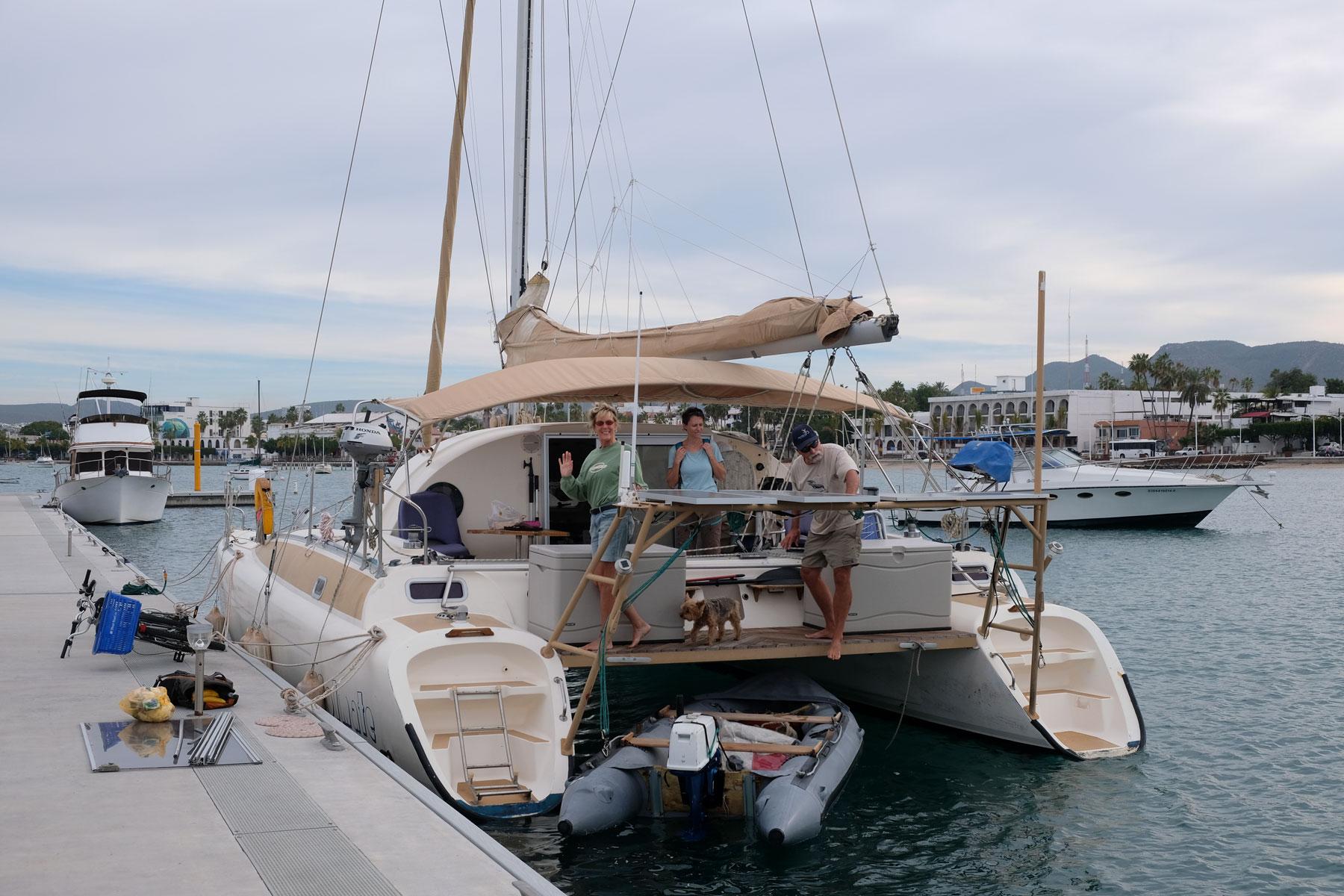 In der Marina von La Paz liegt der Katamaran von Cindy und Steve.