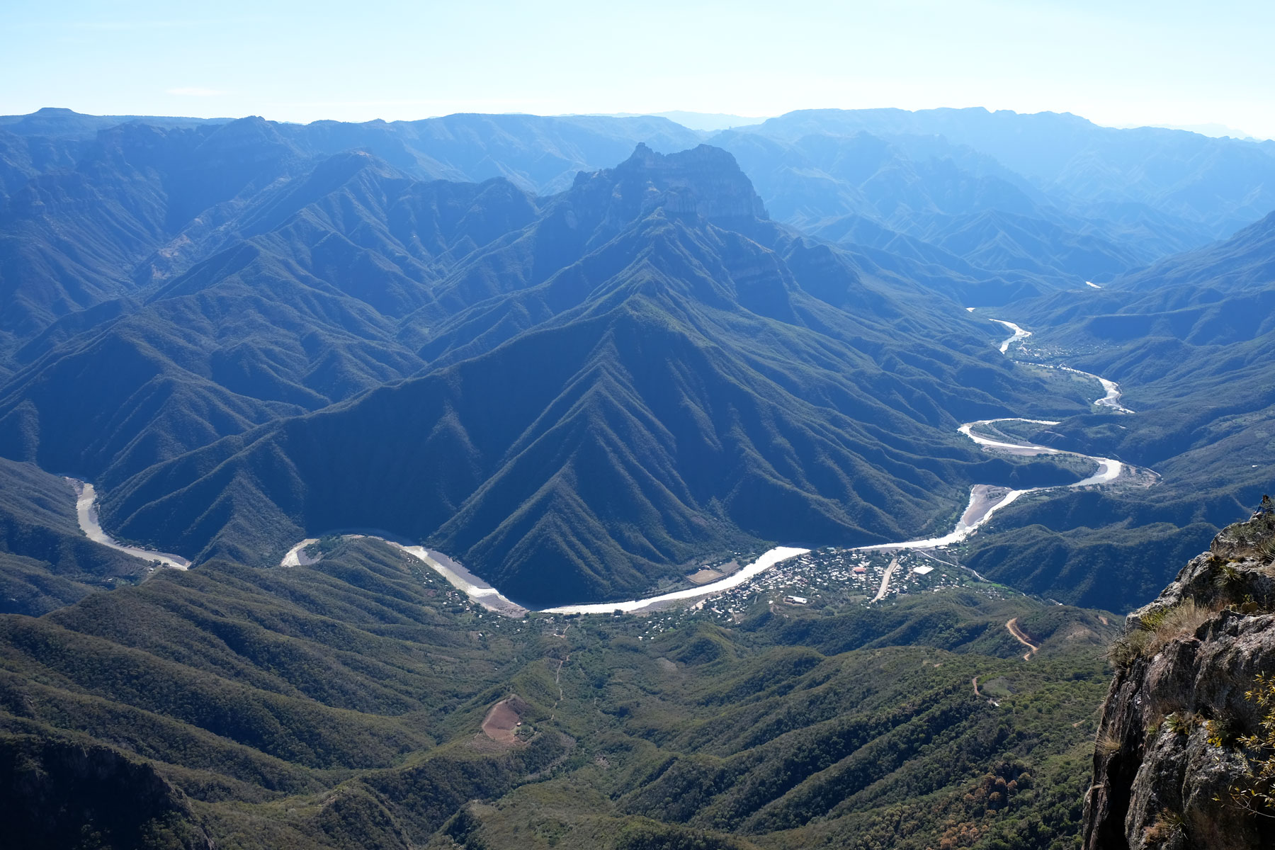 Blick auf das Dorf Urique in Mexiko.