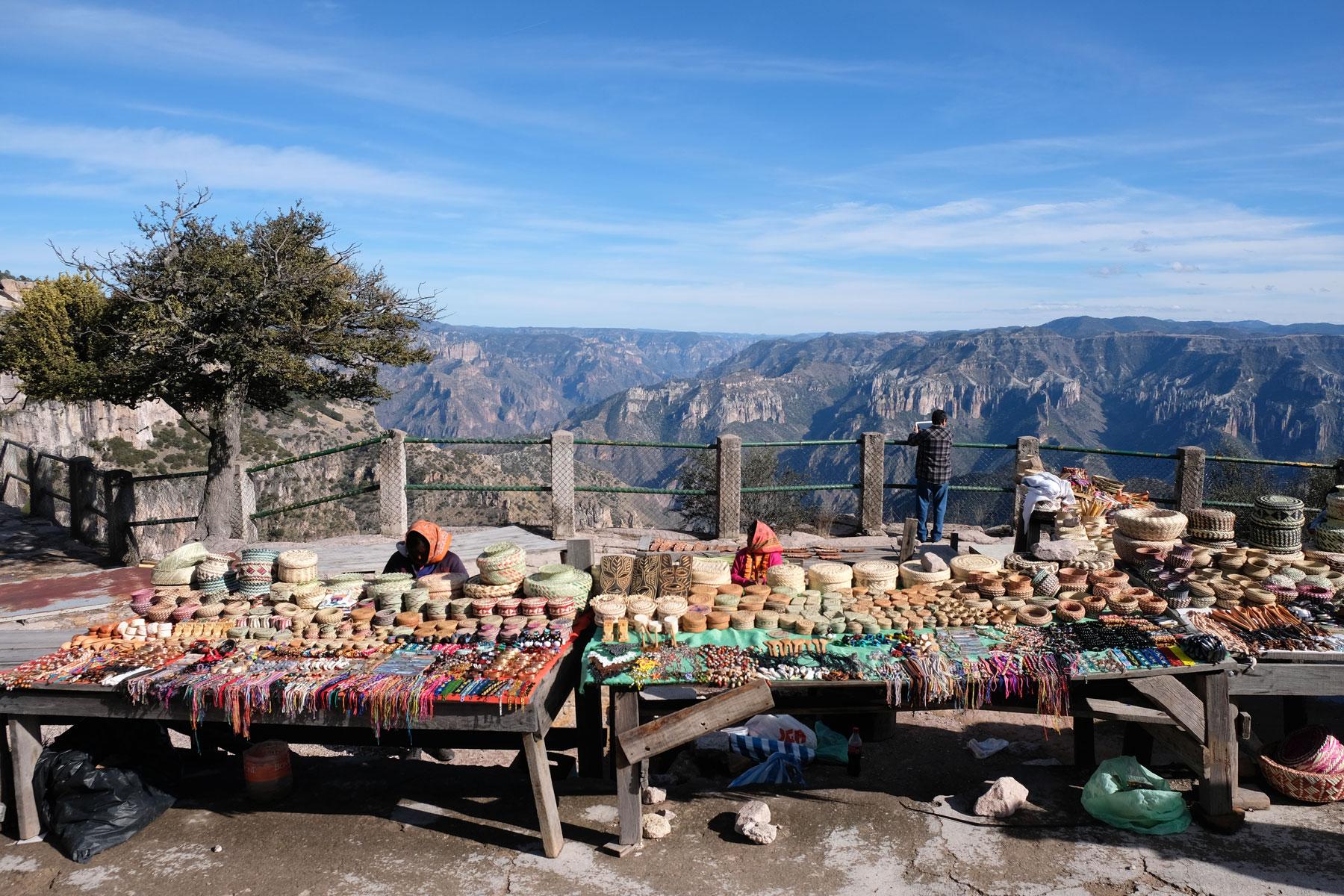 Souvenirstände entlang des Chepes in Nordmexiko.