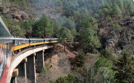 Mit dem Zug Chepe fahren wir durch die Berge Nordmexikos.