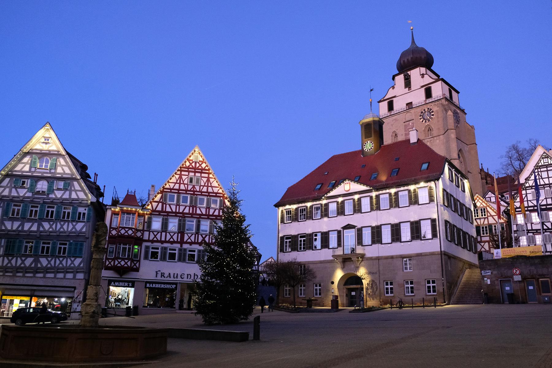 Der Marktplatz der Kleinstadt Herrenberg.