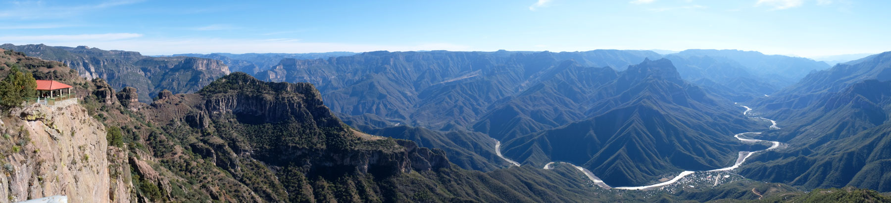 Panoramablick auf den Urique Canyon in Mexiko.