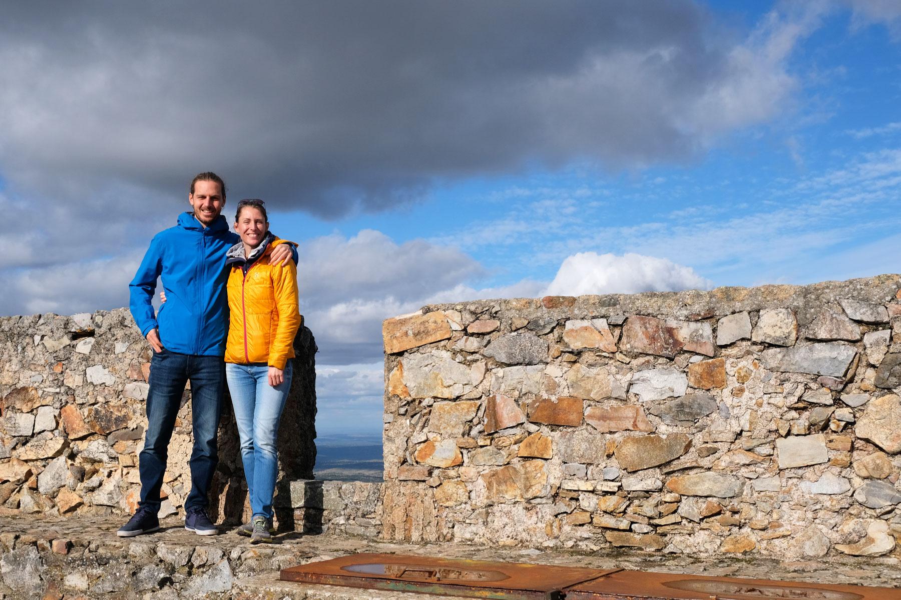 Leo und Sebastian auf der Burg Marvao in Portugal.